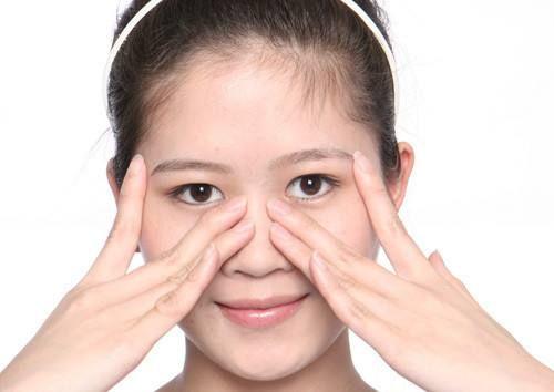 年轻有眼袋?如何安全有效的去眼袋呢?